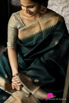 Bengali Bridal Makeup, Indian Bridal Fashion, Indian Fashion Dresses, Kerala Saree Blouse Designs, Cotton Saree Blouse Designs, Bengali Saree, Indian Silk Sarees, Pink Saree Silk, Cotton Sarees Online Shopping