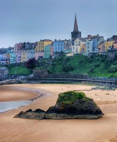 Tenby is a walled seaside town in Pembrokeshire, south Wales, on the western side of Carmarthen Bay. Previous Pinner Said: Such a pretty little beach town in Wales. Quaint shops, pretty beaches and lovely architecture. Really enjoyed it. Cardiff, Bristol, Great Places, Places To See, Beautiful Places, British Seaside, British Isles, North Beach, Beach Town
