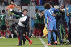 Mexico manager Miguel Herrera goes nuts, hugs players after round of 16 qualification