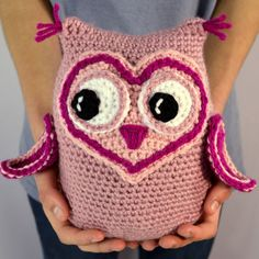 Owl crochet pattern, amigurumi or softie.  Perfect for Valentine's Day or any day you want show your love for someone special.  Crochet pattern by Darleen Hopkins #CbyDH