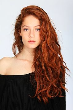 Riley Ciggaro, although with freckles and a more natural look (hair-wise)