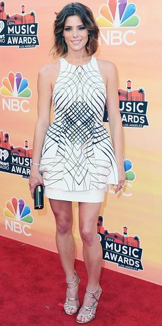 Look of the Day › May 2014 Ashley Greene arrived at the iHeartradio Music Awards in a graphic print Sass & Bide LWD, complete with spike TomTom earrings, W. Britt bar ring, a black clutch and metallic Jimmy Choo sandals. Little White Dresses, Nice Dresses, Short Dresses, Celebrity Red Carpet, Celebrity Style, Star Fashion, Womens Fashion, Designer Evening Gowns, Cool Style