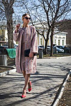 Стильное и яркое летнее пальто