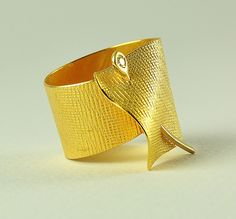 Ring | Doretta Tondi.  18k gold and diamond.