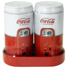 Salt & Pepper Shaker Set with Caddy - Retro Coca Cola - Coke 2017 Coca Cola Mini, Pepsi Cola, Coca Cola Decor, Cola Drinks, Vintage Coke, Retro Vintage, Always Coca Cola, Mini Bottles, Salt Pepper Shakers