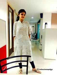 Indian Malayali Model Gayathri Suresh Photo Collections – World Cine Actress Churidar Designs, Kurta Designs Women, Kurti Neck Designs, Kurti Designs Party Wear, Blouse Designs, Casual Dresses, Fashion Dresses, Girls Dresses, Dress Design Sketches