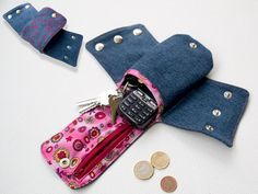 Cuff Wallet with TWO Zipper Pockets pattern on Craftsy.com      costs 5.80 which is unreasonable so I will just figure it out myself from the photo