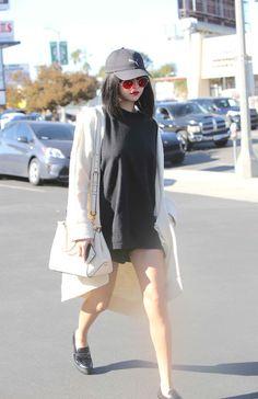November Selena arriving at Tao Sushi Restaurant in Los Angeles, CA Selena Gomez Daily, Selena Gomez Outfits, Selena Gomez Style, Look Fashion, Girl Fashion, Fashion Outfits, Womens Fashion, Marie Gomez, Outfit Goals