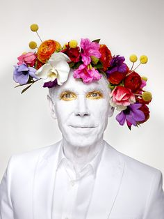 Jeff Koons with floral head piece © Martin Schoeller