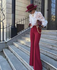 22 Classy and Elegant Outfits for Women — High Waisted Wide-Leg Pants - Million Bucks Lady Looks Chic, Looks Style, Dress Queen, Classy Outfits, Stylish Outfits, Mode Outfits, Fashion Outfits, Workwear Fashion, Fashion Trends
