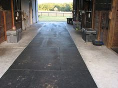 Another barn isle idea instead of rubber pavers you use rubber mats. Inlayed rubber mats on the main part of the barn aisle where horses walk/stand etc. Plus inlayed mats won't shift. Barn Stalls, Horse Stalls, Horse Barns, Horses, Dream Stables, Dream Barn, Barn Layout, Horse Shelter, Horse Barn Plans