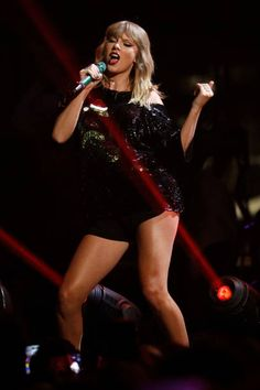 Taylor Swift performs during the 2017 Jingle Ball at Madison Square Garden on December 8 2017 in New York City Taylor Swift Brother, Taylor Swift Concert, Taylor Swift Hot, Taylor Swift Country, Sweet Soul, Taylor Swift Pictures, Taylors, My Girl, Curly Hair Styles