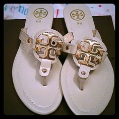 f60396c189a4fe TORY BURCH SANDALS SIZE 40   NEVER WOREN. These are a beige in color.