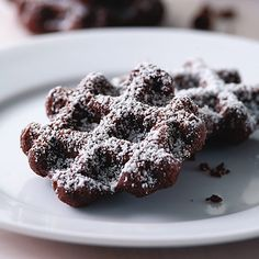 Cookies made in the waffle iron! Doesn't even require you to turn on the oven, This quick, no-fuss, chewy chocolate cookie is really just like mini chocolate waffles. You can mix the batter with a small hand mixer or even by hand. Kids love these! Chewy Chocolate Cookies, Chocolate Waffles, Chocolate Espresso, Chocolate Desserts, Chocolate Frosting, Waffle Iron Cookies, Low Calorie Chocolate, Holiday Cookie Recipes, Sweets