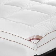 Keep your mattress fresh with this quilted cotton pad, featuring a hypoallergenic design and 233 thread count.  Product: Mattres...