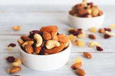 Nutrition: The best nuts for your heart. If you're looking for foods to keep your heart in tiptop shape, add nuts to your smart-snacking list. Healthy Fats, Healthy Life, Healthy Snacks, Cholesterol Lowering Foods, Cholesterol Levels, Mau Humor, Incredible Edibles, Nutrition, Mixed Nuts
