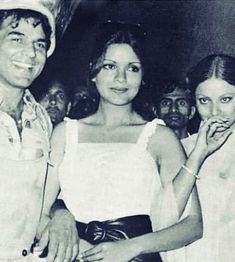 धर्मेंद्र , झीनत अमान आणि रेखा Bollywood Cinema, Bollywood Stars, Hema Malini, Amitabh Bachchan, Camisole Top, Tank Tops, Women, Fashion, Moda