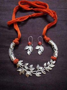 anelli in argento sterling e zirconi Thread Jewellery, Fabric Jewelry, Beaded Jewelry, Jewellery Storage, Men's Jewelry, Jewellery Shops, Jewellery Box, Branded Jewellery, Silk Thread Earrings
