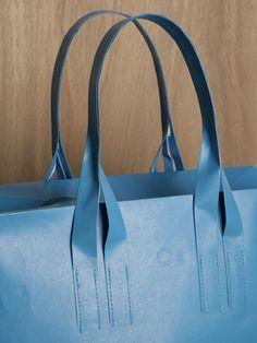 This Tyvek handbag is blowing my mind!