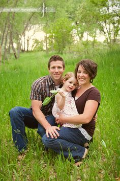 A photo of a family and their young child, http://www.jaredwilsonphotography.com/images/content/Thornton_Family_Portraits_MillerFamily.jpg