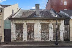 Niepozorny 200-letni dom wart półtora miliona dolarów