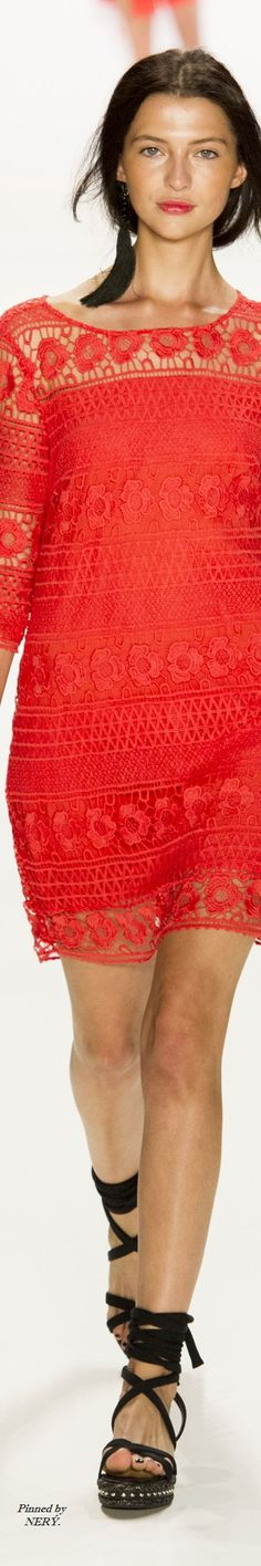 LAUREL - Spring 2017 Red Fashion, Fashion Spring, Fashion 2017, Fashion Show, Crochet Fashion, Fashion History, Women's Dresses, Poppy, Fashion Accessories