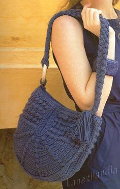 Crochet blue bag ❤️LCB-MRS❤️ with diagram ---- El recetario de Lanezi: Bolso a ganchillo con bodoques Bag Crochet, Crochet Diy, Crochet Handbags, Crochet Purses, Love Crochet, Crochet Crafts, Crochet Projects, Beautiful Crochet, Knitted Bags