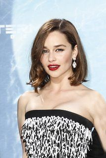 "Emilia Clarke Born: October 26, 1986 in London, England, UK Height: 5' 2"" (1.57 m)"