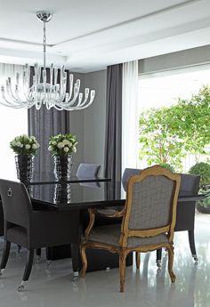 Apartamento com salas de estar, jantar e varanda com decoração branco, preto e cinza - lindas!