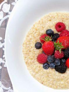Ursprünglich kommt Porridge aus Schottland und wird dort überwiegend zum Frühstück gegessen. In England ist es ein Nationalgericht. Erlaubt ist dabei, was schmeckt. Die Grundzutat bilden Haferflocken