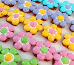 Our Spring Flower Pretzel Bites are so pretty and so easy to make. Sweet, salty, crunchy and delicious - what a great Easter Dessert. Your guest… Trolls Birthday Party, Troll Party, 2nd Birthday, Birthday Ideas, Birthday Crafts, Happy Birthday, Birthday Parties, Sister Crafts, Easter Recipes