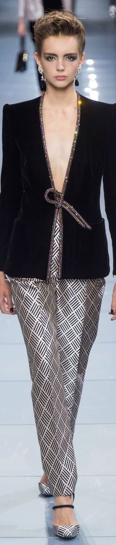 So chic evening jacket. Giorgio Armani Prive` FW Couture l Ria Armani Prive, Couture Fashion, Runway Fashion, High Fashion, Womens Fashion, Fashion Trends, Beautiful Outfits, Cool Outfits, Fashion Outfits