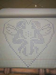 Trendy Crochet Heart Stitch Pattern Punto Croce Ideas Knitting ProjectsKnitting For KidsCrochet ProjectsCrochet Ideas Filet Crochet, Thread Crochet, Crochet Doilies, Crochet Stitches, Cross Stitch Designs, Cross Stitch Patterns, Beading Patterns, Crochet Patterns, Modele Pixel Art