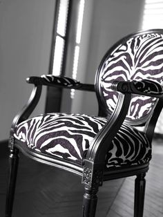 Sassy addition to any room.  Love it.  Ethan Allen. Just add a bright berry pink throw :0)