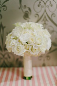 White Bouquet | photography by http://www.milouandolin.com/