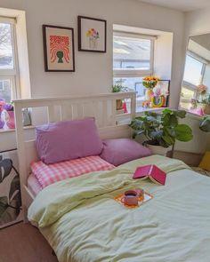 Ideas para darle un toque pastel aesthetic a tu habitación Room Design Bedroom, Room Ideas Bedroom, Bedroom Decor, Bedroom Inspo, Dream Rooms, Dream Bedroom, Pastel Room Decor, Pastel Bedroom, Indie Room