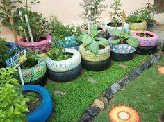 Reutilizando pneus para fazer uma pequena horta.   Saiba como fazer mais coisas em http://www.comofazer.org