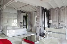 Before officially stepping down from Maison Martin Margiela, the acclaimed designer created a special Ile aux Oiseaux suite within the Les Sources de Caudalie near Bordeaux