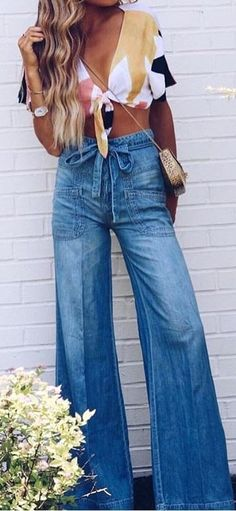 33 Bootcut Jeans Outfit For Your Wardrobe This Winter - Fashion Trends - 70s Fashion, Look Fashion, Fashion Outfits, Fashion Tips, Fashion Trends, Womens Fashion, Fashion Ideas, Jeans Fashion, Trending Fashion