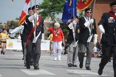 Hundreds of marchers and 60 floats make their way through Streetsville on Saturday Community Events, Ontario, Crowd, Honey, Canada, City, City Drawing, Cities