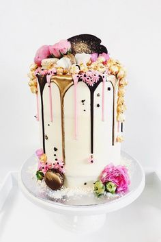 The Dripping Cake - A wedding cake trend that conquers all hearts - Hochzeitstorten / Hochzeitskuchen - Cake Design Gorgeous Cakes, Pretty Cakes, Amazing Cakes, Food Cakes, Cupcake Cakes, Fondant Cakes, Drippy Cakes, Bolo Cake, Traditional Cakes