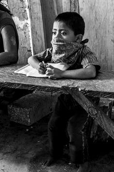 los niño escuelita zapatista Caracol de Oventic, Chiapas el 28 de octubre de 2013 - foto por Axochitl Turriza