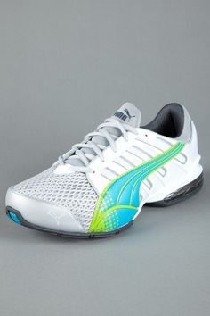 love these tennis shoes