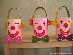 Carnaval - Ideas - Walking to a New World! Kids Crafts, Clown Crafts, Circus Crafts, Carnival Crafts, Diy And Crafts, Preschool Circus, Circus Activities, Preschool Crafts, Toilet Paper Roll Crafts