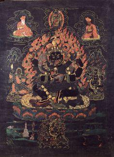 MahakalaChaturbhuja MAHAKALA est invoqué dans toutes les écoles du bouddhisme tibétain, comme l'une des forces les plus puissantes dans l'anéantissement de toute notre négativité.  Dans le tantra de MAHAKALA, son épouse est Kali. Mahakala est représenté avec un certain nombre de variantes, montrant différentes qualités et aspects selon les diverses lignées du bouddhisme tibétain