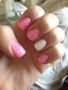 Al mal tiempo, uñas lindas🥰💅 Cute Gel Nails, White Glitter Nails, Summer Gel Nails, Pink Glitter Nails, My Nails, Glitter Manicure, Nails For Kids, Girls Nails, Dipped Nails