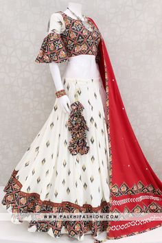 Palkhi fashion presents off white patola chaniya choli for navratri dupatta. Garba Dress, Navratri Dress, Lehnga Dress, Lehenga Choli, Saree, Choli Blouse Design, Blouse Designs, Indian Designer Outfits, Designer Dresses