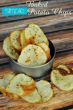 Simple Baked Potato Chips: The name says it all. These easy to make chips are also better for you than the regular fried version. Only three ingredients are need and they are all clean eating approved. Pin now to make these healthy potato chips later. Healthy Chips, Healthy Snacks, Healthy Recipes, Simple Snacks, Savory Snacks, Homemade Chips, Snacks Homemade, Healthy Potatoes, Snacks Für Party