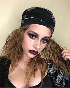 46 Impressive Pirate Makeup Ideas For Halloween Party To Try Asap - Applying pirate style makeup for pirate girls costume can complete the outfit to perfection. By using a makeup technique of smoky eyes and bronze eye . Looks Halloween, Pirate Halloween, Halloween Inspo, Diy Halloween Costumes, Halloween Cosplay, Halloween Party, Halloween 2017, Fortune Teller Makeup, Diy Fortune Teller Costume