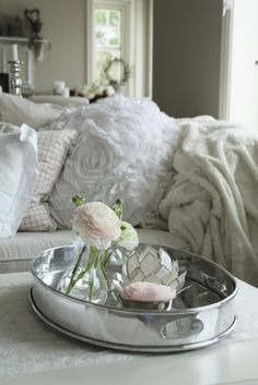 nothing better than silver, candles & flowers for accessories...